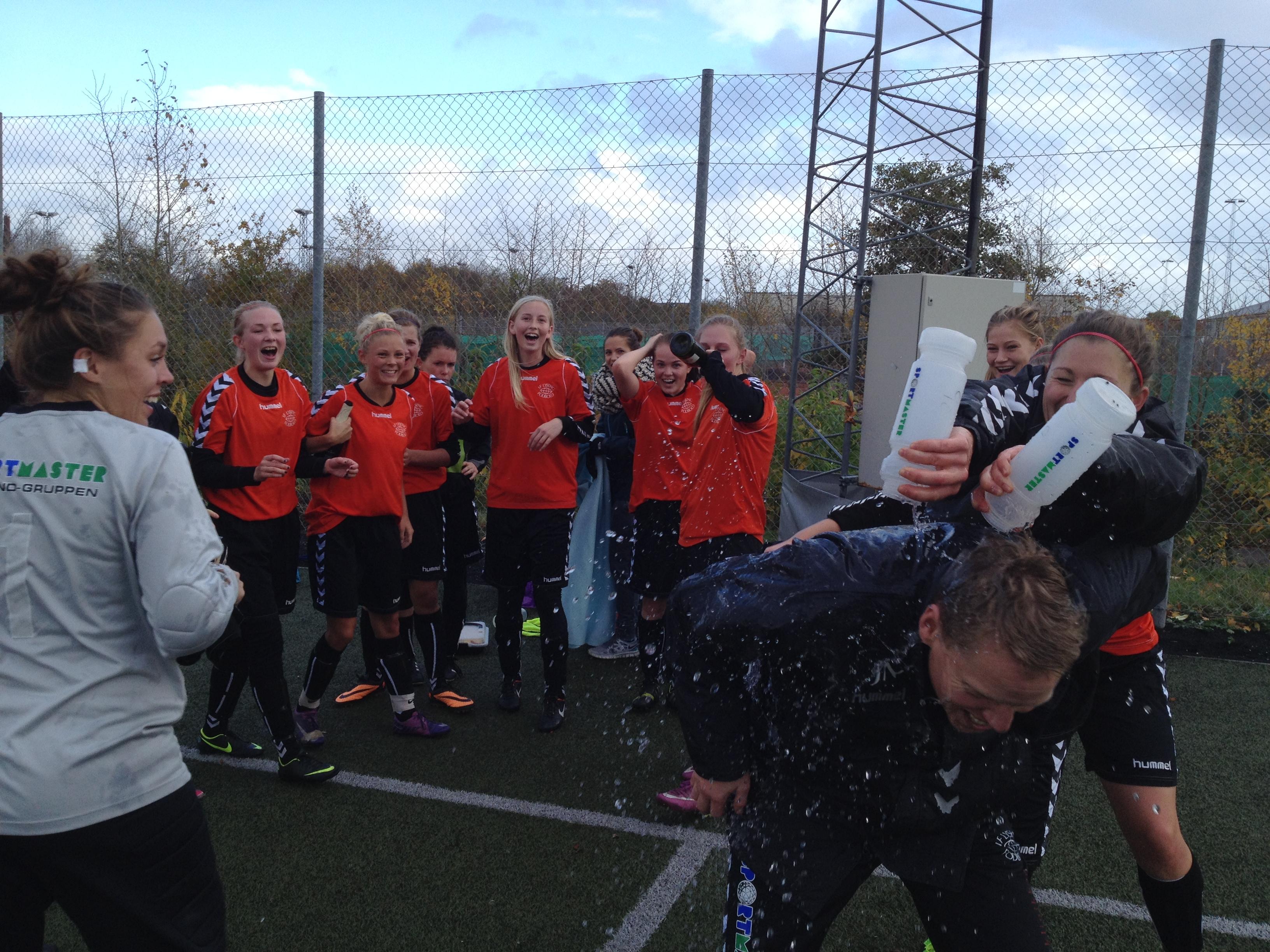 ac4b483e Lørdag spillede vores 1. hold i Kvindeserie Vest deres næstsidste kamp i  denne sæson. Det blev til en sejr på 6-2 over JAI og med 9 sejre, 2  uafgjorte og ...